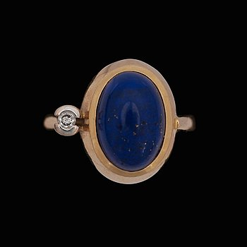 An Ole Lyngaard ring with lapis lazuli and a brilliant cut diamond, 0.05 ct. 18k gold. Size 18/56.