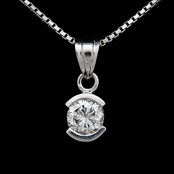 A brilliant cut diamond pendant, app. 0.50. ct. 18k white gold. Pendant l. 1.3 cm. Chain l. 46 cm.