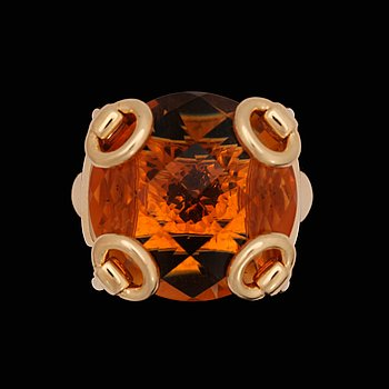 A Gucci ring with checker-cut citrine. 18K gold. Size 18.5/58.