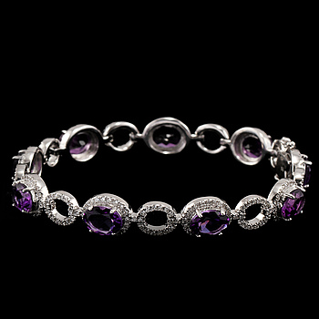 An amethyst bracelet, 10.53 cts with brilliant cut diamonds, tot. 2.07 cts.
