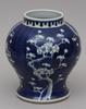 Urna, porslin. kina. 1800/1900-tal.