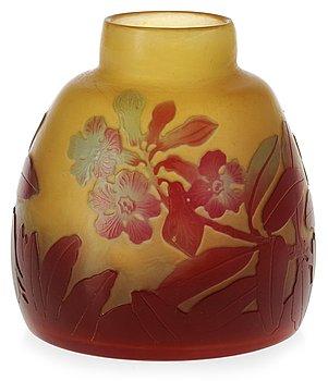922. An Emile Gallé Art Nouveau cameo glass vase, Nancy, France.