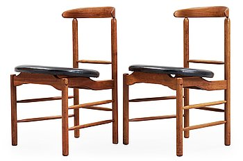 A pair of Greta Magnusson Grossman walnut and artificial leather chairs, for Glenn of California, USA 1950's.