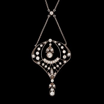 A old cut-diamond pendant. Circa 1900. 14k gold and silver. L 4.7 cm.