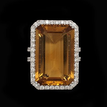 8. RING, trappslipad citrin, 25 ct med briljantslipade diamanter, tot. 0.92 ct.