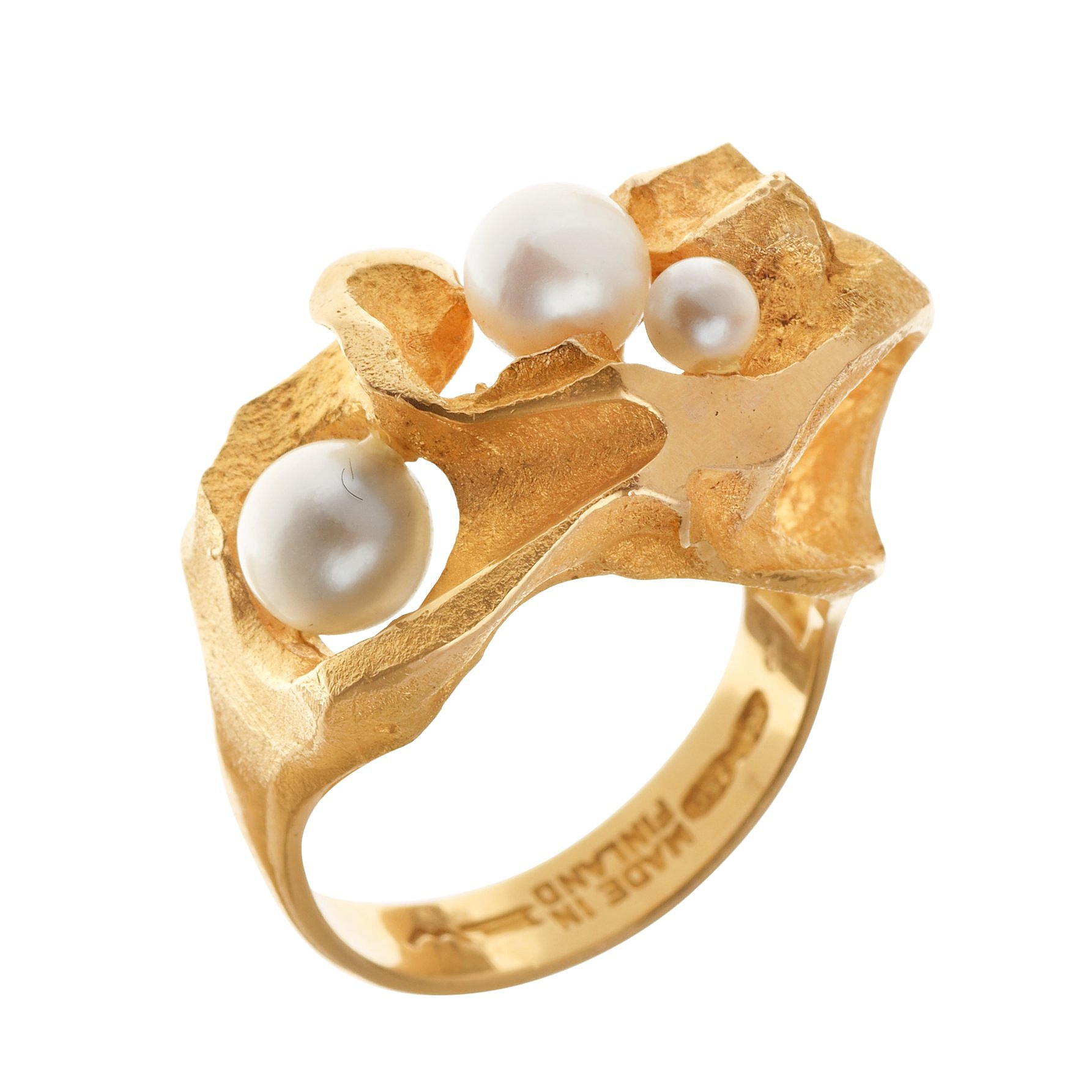 A Bjrn Weckstrm 18k gold ring with three pearls Lapponia Finland