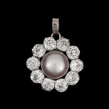 943. HÄNGE, gammalslipade diamanter tot. ca 7 ct, med grå pärla.