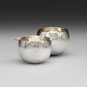 600. A Rey Urban sterling sugar bowl and creamer, Stockholm 1977-78.