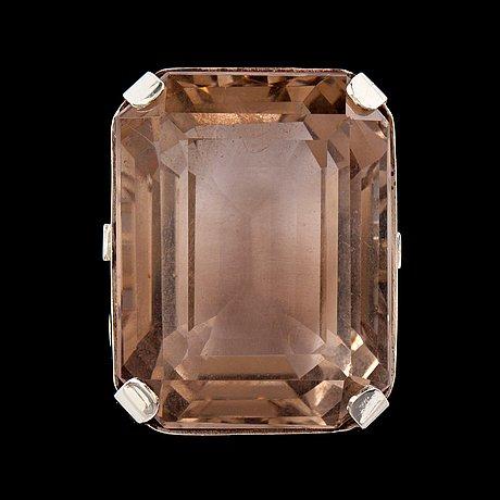 A smoky quartz, circa 60.00 cts, ring.