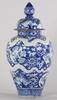 Urna med lock, porslin. ming-stil. 1900-tal.