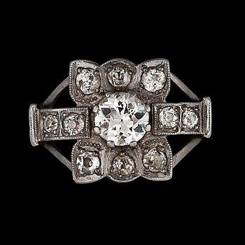 940. RING, 18k vitguld med gammalslipade diamanter tot. ca 1.35 ct. Vikt 6g.