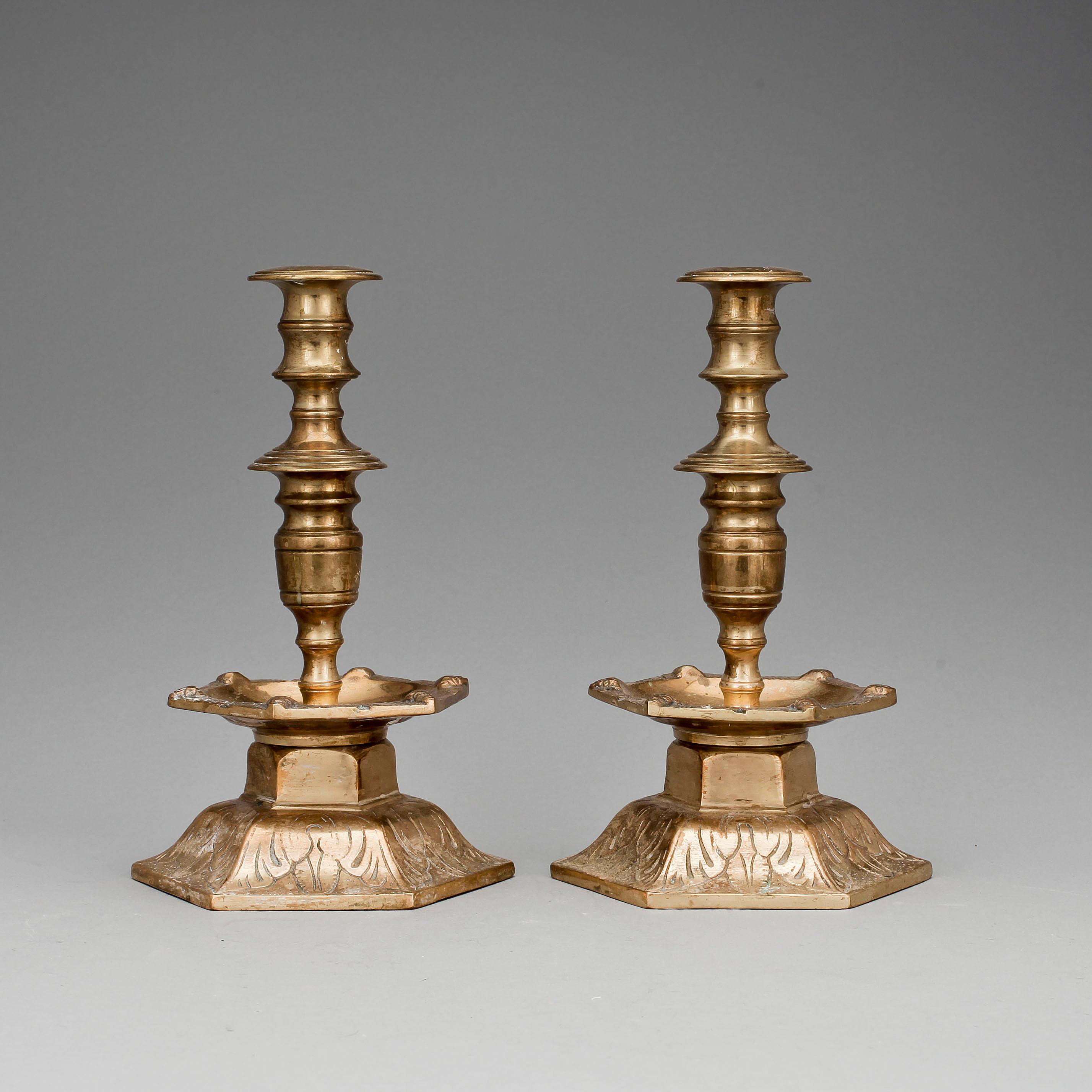 malm ljusstake LJUSSTAKAR, ett par, malm, barockstil, 1800 tal.   Bukowskis malm ljusstake