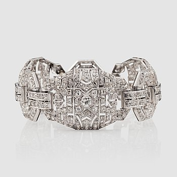 1064. Art Déco, An Art Déco, old-cut diamond bracelet. Total carat weight circa 10.50 cts.