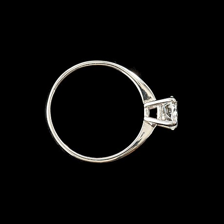 A brilliant-cut diamond, 1.01 cts, ring. quality f/ vvs1 according to  hrd certificate.