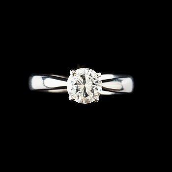 5. RING med briljantslipad diamant, 1.01 ct. Kvalitet  F/VVS1. enligt HRD certifikat.