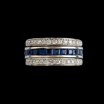 7. RING, platina med briljant- och prinsesslipade diamanter, totalt ca 1.00 ct, samt carréslipade safirer.