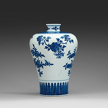 1724. A well painted Ming style blue and white Meiping vase, Qing dynasty, with Qianlong seal mark (1736-95).