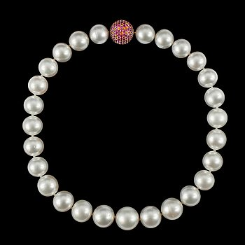 13. A NECKLACE, south sea pearls 14.3-17.0 mm. Clasp with multicolor sapphires c. 7.50 cts. Length 42 cm.
