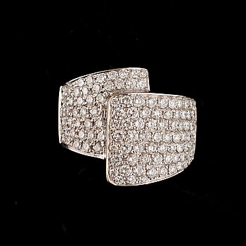 16. A brilliant-cut diamond ring. Total gem weight 2.48 cts.