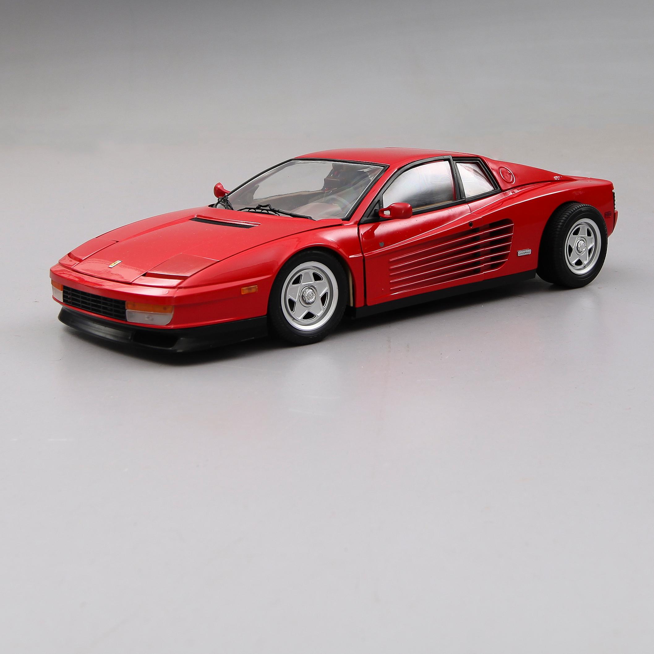 MODELLBIL, Pocher Ferrari Testarossa, skala 1/8. - Bukowskis