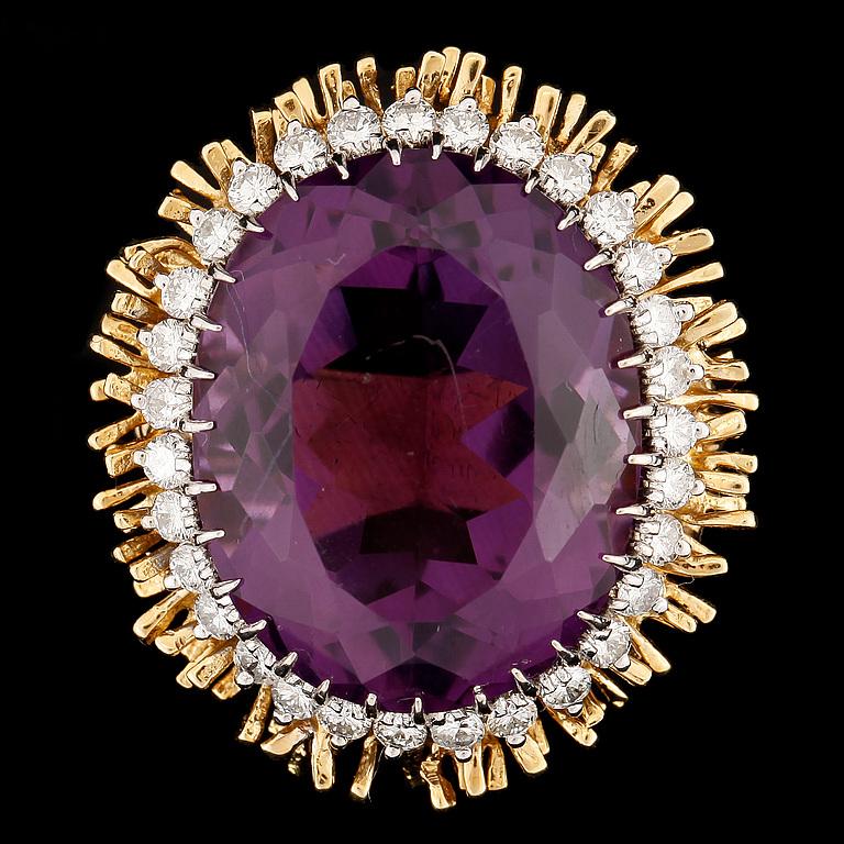 ring 18k guld med ametist och briljantslipade diamanter