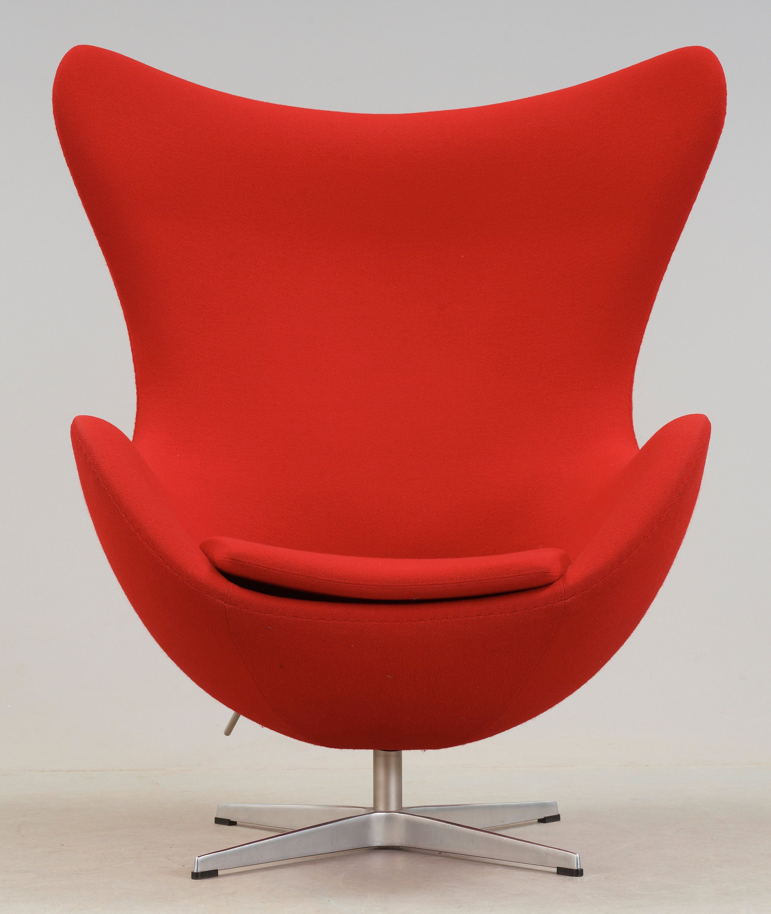 An Arne Jacobsen Red Fabric Egg Chair Fritz Hansen Denmark 2002 Bukowskis