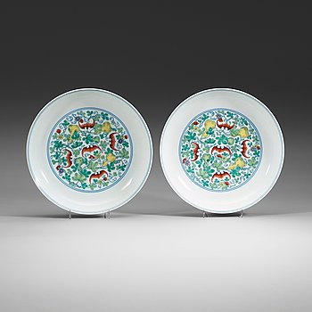 287. A pair of doucai dishes, Republic (1912-49) with Yongzhengs six character mark within double circles.