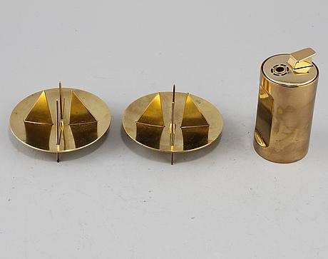 Tändare samt ljusstakar,ett par, mässing, pierre forsell, skultuna, 1900-talets andra hälft.