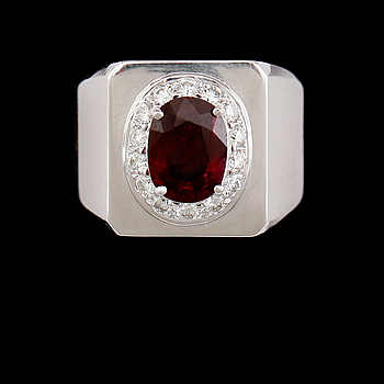 RING, 18 k vitguld, naturlig rubin ca 2.24 ct, briljantslipade diamanter tot ca 0.49 ct.