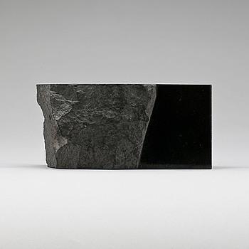 TAKASHI NARAHA. Skulptur, diabas, signerad o märkt 81-S-1.