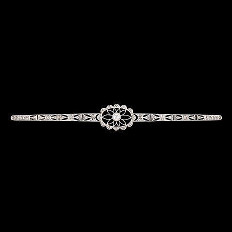 A old- and rose-cut diamond brooch.