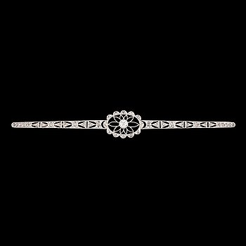 13. A old- and rose-cut diamond brooch.