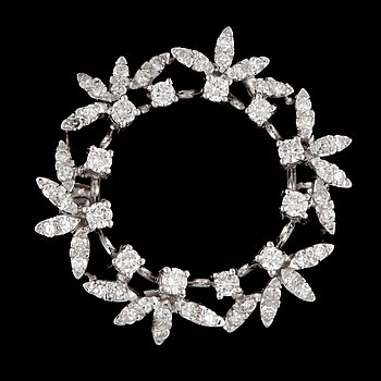 2. A brilliant- and single-cut diamond brooch, total carat weight circa 0.95 cts.