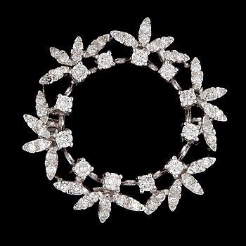 2. BROSCH, 18K vitguld med briljantslipade samt åttkantsslipade diamanter totalt ca 0.95 ct. Vikt 6g.