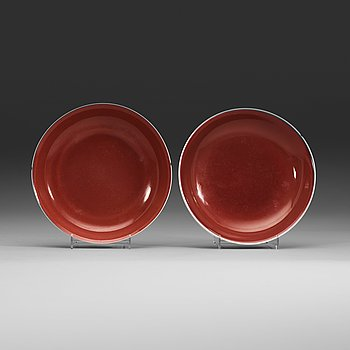 7. Two 'sang de boef' glazed dishes, Qing dynasty (1644-1912) with Yongzhengs six character mark and Qianlongs seal mark.