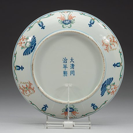 A wucai dish, qing dynasty with tongzhis six character mark and period (1862-74).