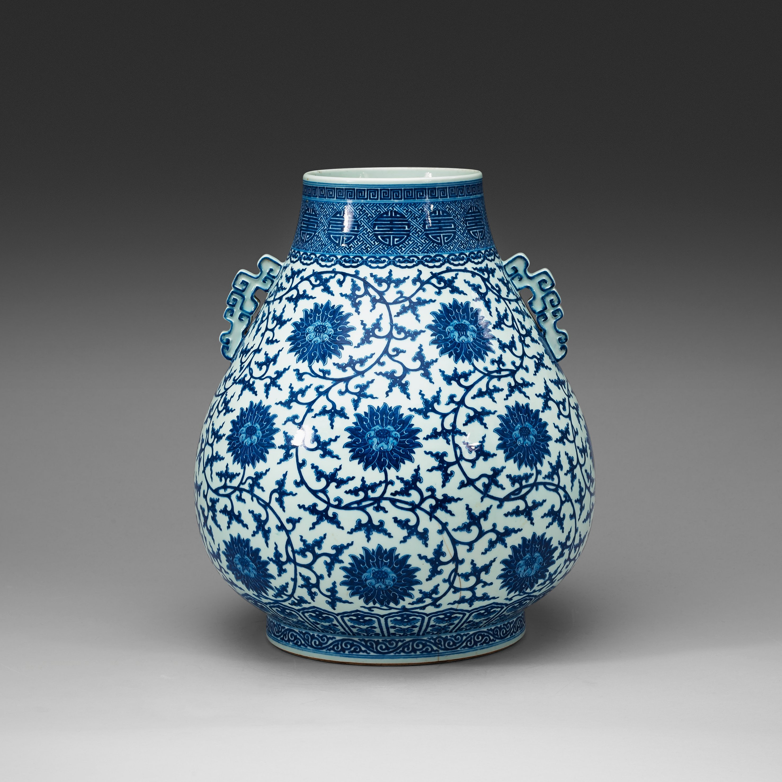 A fine large blue and white ming style vase hu qing dynasty 9066419 bukobject reviewsmspy