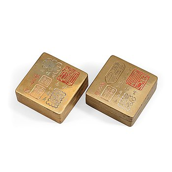 5. A pair of gilt copper seal boxes, Qing dynasty.