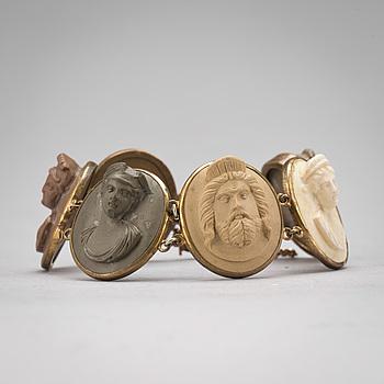 ARMBAND, 6 lavacaméer infattning i gulmetall, 1800-tal.