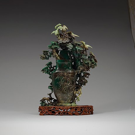 A large, chinese carved jade pine tree with birds, 20th century.