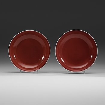 6. Two 'sang de boef' glazed dishes, Qing dynasty (1644-1912) with Qianlongs sealmark.