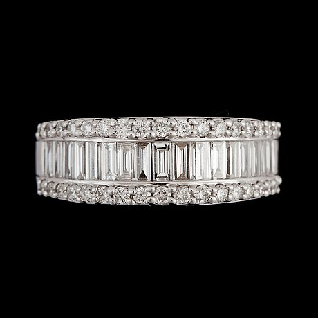 A diamond, circa 1.27 cts in total, ring.
