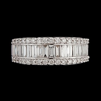 15. A diamond, circa 1.27 cts in total, ring.