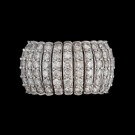 Ring med briljantslipade diamanter totalt ca 6.71 ct.