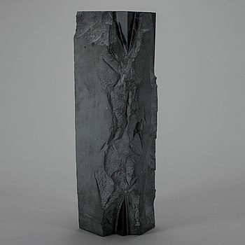 TAKASHI NARAHA. Skulptur, diabas, signerad o märkt 81-B-32.