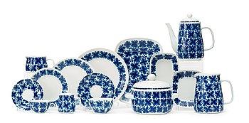 10. A Marianne Westman 128 pcs porcelaine service 'Mon Amie', Rörstrand.