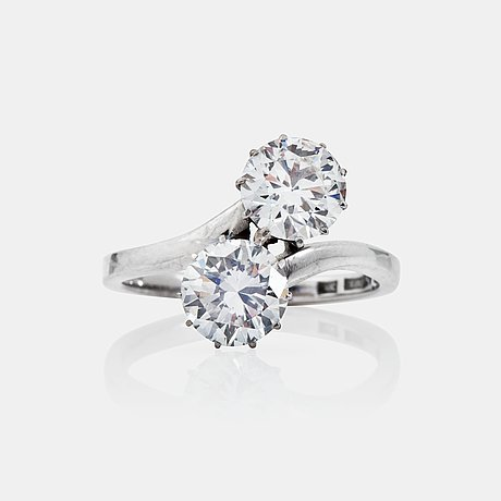An old-cut diamond ring, total carat weight circa 3.20 cts. quality circa h/vs.