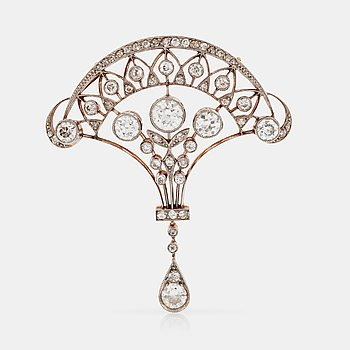 1106. An Edwardian old-cut diamond brooch/pendant. Total carat weight circa 2.50 cts.