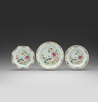 206. A set of six (4+2) famille rose 'double peacock' dishes and a serving dish, Qing dynasty, Qianlong (1736-95).