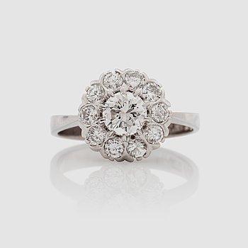 1122. RING med briljantslipade diamanter i karmosé modell.
